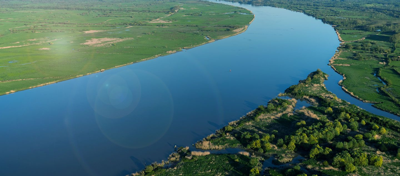 Vue aérienne de la Loire à l'embouchure de l'Etier de Cordemais