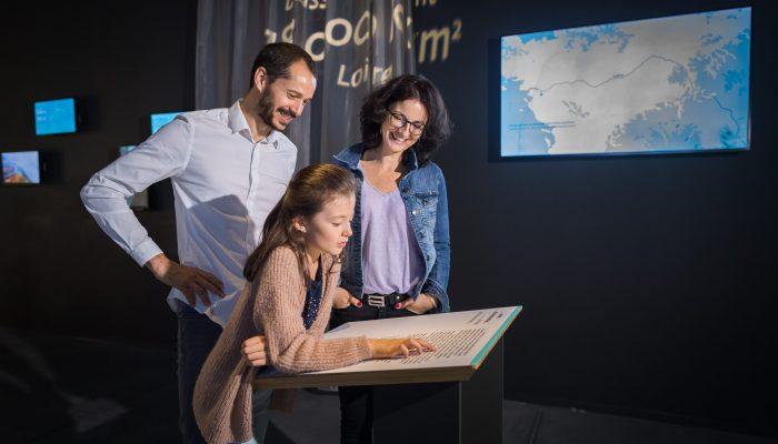 famille dans l'espace découvrir Terre d'estuaire